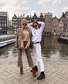 they look like the brandy melville models grew up and got a 💸 i'm trying to find that sweet spot between the simple, casual style that… Amsterdam Street Style, Amsterdam Outfit, Amsterdam Photos, Amsterdam Fashion, Europe Outfits, Mode Outfits, Travel Outfits, Brandy Melville Models, Europe Street