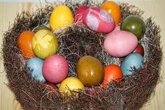 Валдорфска педагогика в дома: Боядисване на яйца с естествени багрила