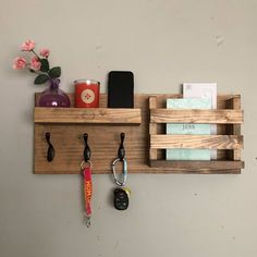 home accessories gift Entryway Mail Organizer Key Hooks Wall Mounted Coat Rack Mail And Key Holder, Diy Key Holder, Mail Holder Wall, Wooden Key Holder, Key Holders, Wooden Pallet Projects, Diy Pallet, Pallet Wood, Key Organizer