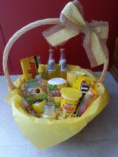Basket full of sunshine Homemade Gift Baskets, Diy Gift Baskets, Homemade Gifts, Raffle Baskets, Presents For Best Friends, Birthday Gifts For Best Friend, Best Friend Gifts, Diy Presents, Cute Birthday Gift