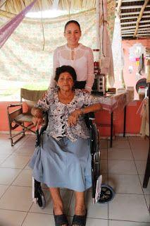 Política y Sociedad: Bacalar / DIF visita abuelitos y entrega sillas de...