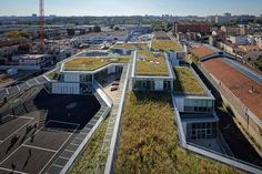 an angular linear design topped with a green roof encircles to courtyards that successfully mix classroom education with hands on experience.