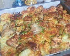 Șnițelele de pui sunt o gustare ideală pentru orice ocazie. De obicei gospodinele trec șnițelele mai întâi prin ou, apoi prin făină și le prăjesc în tigaie. Astăzi vă oferim o rețetă deosebită de șnițele marinate la cuptor. Acestea sunt foarte aromate, gustoase și suculente, excelente pentru o cină ușoară. Serviți șnițelele cu salată de legume sau sosul preferat. Șnițele de pui marinate INGREDIENTE -4 fileuri de pui -30 g de muștar -50 g de maioneză -30 ml de ulei de floarea soarelui -40 g… Turkey Recipes, Chicken Recipes, Recipe For 4, Poultry, Zucchini, Cake Decorating, Good Food, Food And Drink, Cooking Recipes
