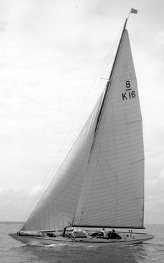 "8m JI ""Folly"" ex- ""Bluered"" by Charles Nicholson, 1924. Gosport #ClassicYachting"