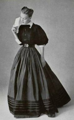 Jacques Fath A/H Photo Philippe Pottier. 50s Vintage, Mode Vintage, Vintage Wear, Vintage Dresses, Vintage Outfits, Fifties Style, Fifties Fashion, Vintage Fashion, Vestidos Pin Up