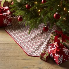"""Reilly Red 52"""" Tree Skirt 