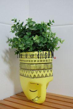 Container Gardening Ideas - 4 Ways to Create Beautiful Pots Plastic Bottle Planter, Plastic Jugs, Reuse Plastic Bottles, Plastic Bottle Flowers, Plastic Bottle Crafts, Recycled Bottles, Recycled Planters, Recycled Garden, Recycled Crafts