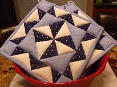 Just love these Blue and White Quilted Potholders  Set of 2 by @HollandTheresa aka KraftyGrannysHome, $15.50