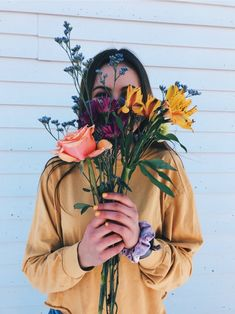 blossom/spring photo ideas for an early-summer photoshoot! Tmblr Girl, Art Visage, Foto Instagram, Summer Pictures, Mellow Yellow, Picture Poses, Cute Photos, Pretty Flowers, Buy Flowers