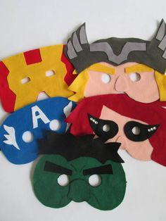 Máscaras em feltro com base em EVA e elástico para prender no rosto. Pode ser feita em qualquer tema. Estas são dos personagens dos vingadores: Hulk, Capitão América, Viúva Negra, Thor e Homem de Ferro. Lembrancinha que as crianças vão adorar e os adultos também! Podem também decorar a festa e ser usadas no carnaval ou festas a fantasia. Acima de 30 unidades R$ 8,00 por máscara Acima de 40 unidades R$ 7,00 por máscara R$ 9,00