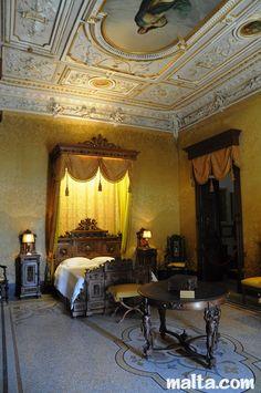 Bedroom in Palazzo Parisio, Malta