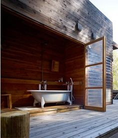mountain research facility. Perhaps a good way to combine an indoor/outdoor shower with sauna? Outdoor Bathtub, Outdoor Bathrooms, Outdoor Showers, Interior Exterior, Interior Architecture, Interior Design, Interior Modern, Style At Home, Haus Am See