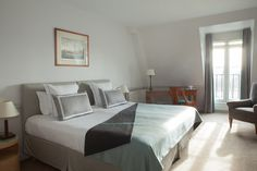Hotel with large rooms and an amazing view of Paris - Louvre/Tuileries - Hotel Brighton Paris - Esprit de France - Paris Hotels, 4 Star Hotels, Brighton, Paris Louvre, Bed, Rooms, Furniture, Amazing, Home Decor