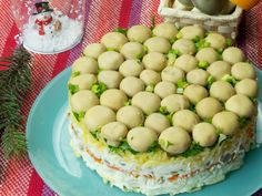 """Salată """"Poiana cu ciuperci"""" – încă o salată delicioasă demnă pentru masa de Revelion! Honeydew, Orice, Food, Beverages, Salads, Honeydew Melon, Hoods, Meals"""