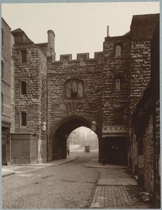 From Wikiwand: St John's Gate, 1880