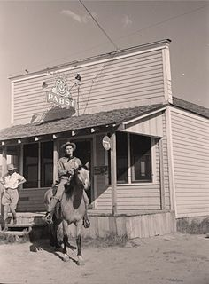 """1939 Photo, Montana, Cowboy on Horse, Saloon, BAR, Pabst Beer, 16""""x11"""" Old West"""