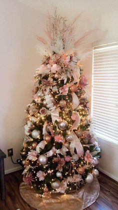 50 Rose Gold Christmas Decor Ideas so that your home tells a Sweet Romantic Story - Hike n Dip Let your Christmas Decoration spell out luxury, elegance & affluence. Here are some Rose Gold Christmas Decor Ideas for you that are simply perfect. Rose Gold Christmas Tree, Flocked Christmas Trees, Beautiful Christmas Trees, Christmas Tree Themes, Noel Christmas, Xmas Tree, Rose Gold Christmas Decorations, Christmas Tree Trends 2018, Decorated Christmas Trees
