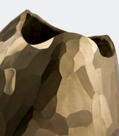 We're crushing on this faceted bronze vase by Artist David Wiseman. The form, execution, and color is just exquisite. David's work work has been included in private collections and fea…