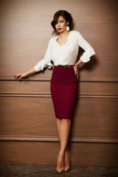Check latest pencil skirt outfits for work business professional attire, pencil skirt outfits classy professional, pencil skirt high waisted classy, pencil skirt work professional women street styles, Casual Skirt Outfits, Mode Outfits, Classy Outfits, Fashion Outfits, Woman Outfits, Women's Skirts Outfits, Outfits With Pencil Skirts, Sweater Outfits, Maroon Skirt Outfit