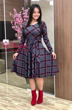 Vestidos império - Aprenda a usar este super modelo de vestido in 2020 Modest Casual Outfits, Classy Outfits, Modest Fashion, Jw Fashion, Latest African Fashion Dresses, Women's Fashion Dresses, Dress Outfits, Unique Prom Dresses, Vintage Dresses