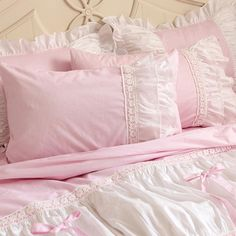 30 Cute Soft Pink Pillow Ideas With Shabby Chic Style Ruffle Bedding, Pink Bedding, Luxury Bedding, Bedding Sets, Pink Pillows, Shabby Chic Pink, Shabby Chic Bedrooms, Shabby Chic Style, Full Duvet Cover
