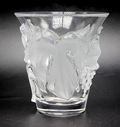 """Lalique """"Saumur"""" Vase : Lot 0153"""