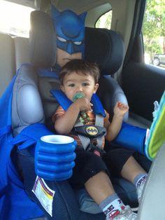 Bei dem Sitz gibt's wohl keinen Probleme mit dem Anschnallen O.o // He's the car seat Gotham needs right now…