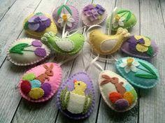 Vilt Pasen ornamenten, voelde Pasen decoratie, voelde eieren met bloemen, vogels, voelde paaseieren, vilt voorjaar decoratie / set van 12