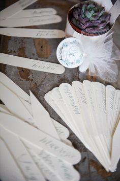 tag scritte a mano @calligraficaluna peonie e succulente progetto grafico e calligrafico per matrimonio di maggio