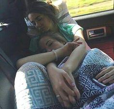 Süßes lesbisches Paar - New Ideas Cute Lesbian Couples, Lesbian Love, Cute Couples Goals, Lesbian Pride, Couple Goals, Couples Lesbiens Mignons, Girls Cuddling, Girlfriend Goals, Gay Aesthetic