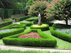 Elizabethan Garden {sunken garden}