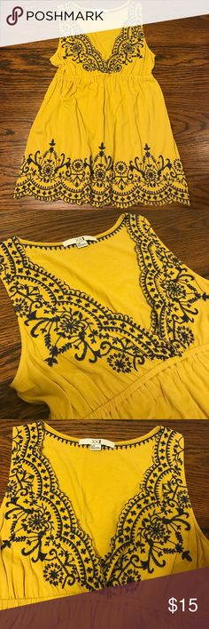 Forever 21 Sleeveless Babydoll V Neck Top Forever 21 Sleeveless Babydoll Scalloped V Neck Top. Adorable in Mustard Yellow and Navy Blue Stitching. Size Small Forever 21 Tops Tank Tops