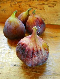 A Good Weekend and A Bounty of Fresh Figs - ramblingtart Fig Fruit, Fruit And Veg, Fruits And Veggies, Vegetables, Watercolor Fruit, Fruit Painting, Dried Figs, Fresh Figs, Still Life Drawing