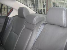 MAZDA 3 ALL NEW | cuero gris oscuro con costuras blancas. Mazda 3, Car Seats, Vehicles, Grey Leather, Dark, Car, Vehicle, Tools