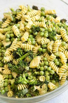 Arugula Pesto Pasta Meal Prep Meal Prep On Fleek - Vegan Arugula Pesto Pasta Meal Prep Pasta Of Your Choice Is Dressed With A Quick Homemade Arugula Pesto And Tossed With Zucchini Green Peas And Broccoli This Vegan Pasta Dish Tastes Great Chilled Vegetarian Meal Prep, Healthy Meal Prep, Healthy Snacks, Healthy Eating, Meal Prep For Vegetarians, Healthy Vegetarian Recipes, Vegetarian Italian, Italian Foods, Breakfast Healthy