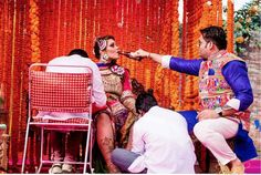 Candid bridal photo ideas   Bindaas brides   Witty Vows   photo by Pakhi photography   Groom giving bride beer while she gets her mehendi done!   The ultimate guide for the Indian Bride to plan her dream wedding. Witty Vows shares things no one tells brides, covers real weddings, ideas, inspirations, design trends and the right vendors, candid photographers etc.  #bridsmaids #inspiration #IndianWedding   Curated by #WittyVows - Things no one tells Brides   www.wittyvows.com