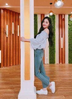 South Korean Girls, Korean Girl Groups, Ioi Pinky, Home Studio Photography, Uzzlang Girl, Girl Poses, Kpop Girls, Korean Fashion, Asian Girl