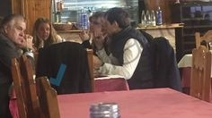 El ex tesorero del Partido Popular, Luis Bárcenas, coincide con Francisco Correa en un restaurante durante un receso del juicio por el caso Gürtel, en el que ambos están imputados.