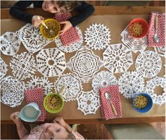 2014 halloween frozen snowflake paper cut decorations 2014 halloween table party favors - Frozen Halloween Decorations