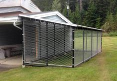 Wonderful Snap Shots Dog Kennel Plans Ideas , Strategies Today, dogs are complete family unit members, but it's not always been the case. Big Dog Kennels, Backyard Dog Area, Backyard Ideas, Chain Link Dog Kennel, Diy Dog Run, Dog Enclosures, Outside Dogs, Dog Pens Outside, Dog Kennel Designs