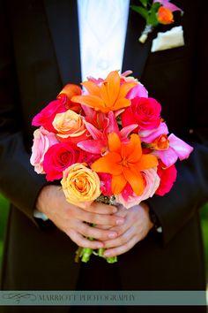 Bright pink and orange bridal bouquet | villasiena.cc