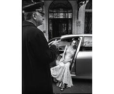 Eva Herzigova photographiée par Patrick Demarchelier pour la série Suivez la star du numéro de mai 2005 de Vogue Paris http://www.vogue.fr/mariage/inspirations/diaporama/muses-en-blanc-dans-vogue-paris-mariage-mariee-isabeli-fontana-zuzanna-bijoch-magdalena-frackowiak-eva-herzigova-milla-jovovich/15534/image/867570#!la-mariee-dans-vogue-paris-eva-herzigova-photographiee-par-patrick-demarchelier-pour-la-serie-suivez-la-star-du-numero-de-mai-2005-de-vogue-paris