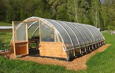 Simple Greenhouse Plans (this one will withstand snow load) Diy Greenhouse Plans, Simple Greenhouse, Lean To Greenhouse, Greenhouse Gardening, Greenhouse Wedding, Homemade Greenhouse, Miniature Greenhouse, Portable Greenhouse, Backyard Greenhouse