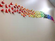 Composição de borboletas origami 3D para decoração de ambientes.  - Borboletas de 5 cm  - Em 9 cores - Papeis 90 e 120 gramas - Com adesivo dupla face - PODE SER FEITO EM CORES QUE O CLIENTE PREFERIR. ESCOLHA NA TABELA ACIMA E ESPECIFIQUE NO PEDIDO R$ 165,00