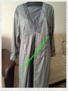 Dikeli bayağı uzun zaman olan elbisemle buradayım. Elbisenin kumaşı biraz fantezi gibi. İki renkten çalışmıştım. Gri rengi de her zaman...