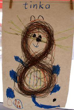 """Op muziek (schrijfdans 8) een lemniscaat maken. Het papier draaien zodat de 8 rechtop staat. Kind maakt van de 8 een poes tijdens het project """" huisdieren""""."""
