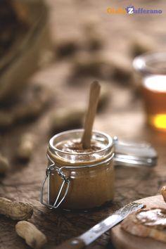 Il burro d'arachidi (peanut butter) è una crema gustosa, ricavata dai semi di arachide tostati e macinati ed è uno snack tipico della cucina americana. #Thanksgivingday #thanksgiving http://speciali.giallozafferano.it/buon-appetito-america