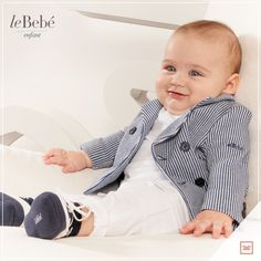 Sembro proprio un ometto! Con questa giacca a righe bianche e blu assomiglio tanto al mio papà! La mamma l'ha abbinata a pantaloni in cotone bianco e morbide scarpine stile navy. :) http://www.lebebe.eu/it/categorie/moda_bimbo/lebebe_enfant #fieradiesseremamma #lebebé #enfant #dress #baby #spring #fashion