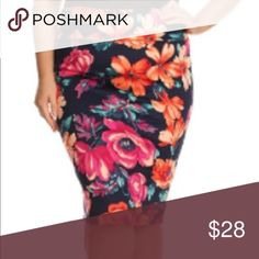 "GORGEOUS floral midi skirt! These are even more gorgeous in person!    3x. 20""w 23""H 27""L.   These do have a fitted type fit to them. Skirts Midi"