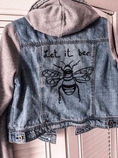 Jean Jacket Hoodie, Painted Bee, Let it Bee Painted Denim Jacket, Painted Jeans, Painted Clothes, Jean Jacket Hoodie, Jean Jacket Outfits, Denim Ideas, Edgy Outfits, Diy Clothes, Hoodies